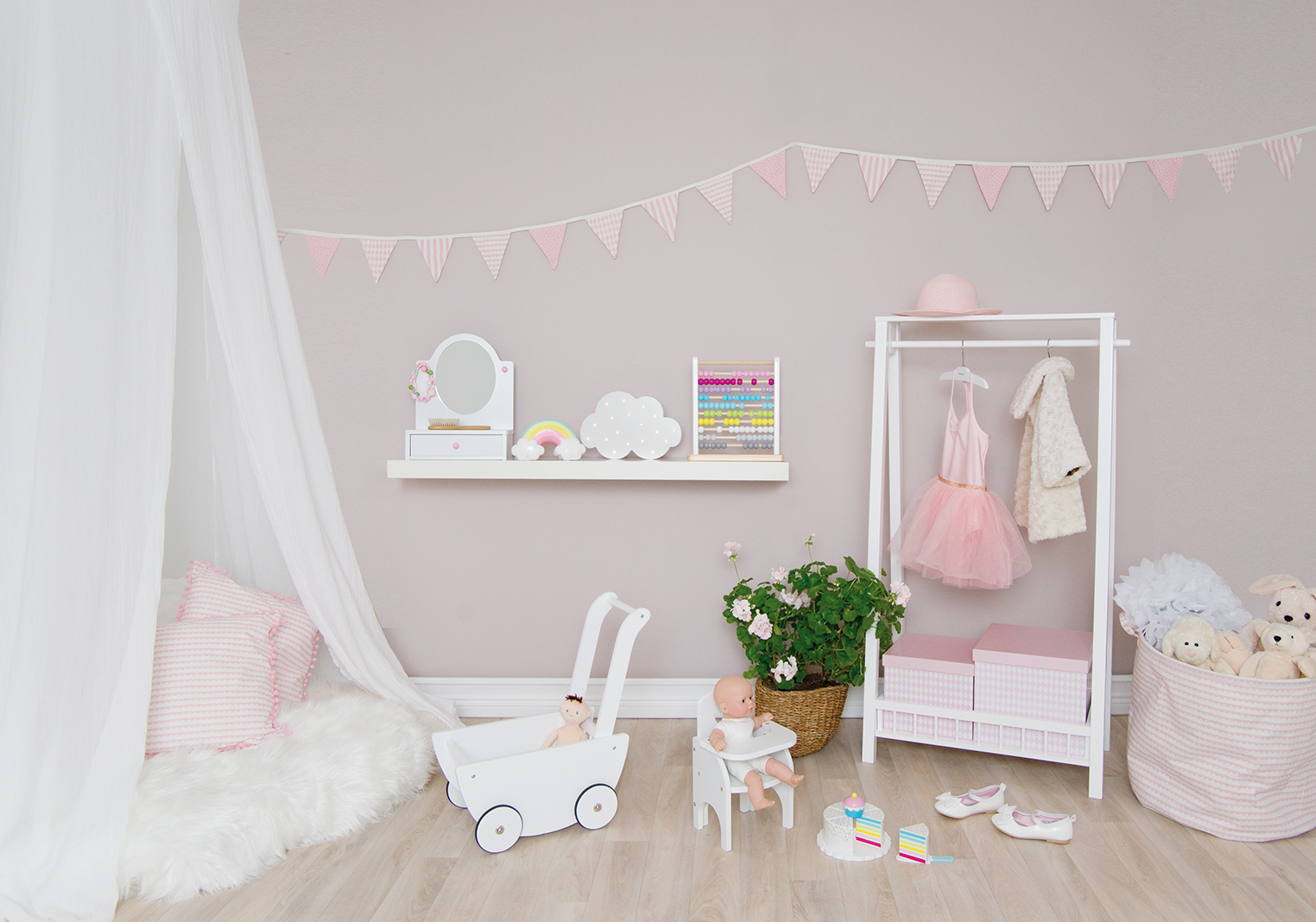 Miljöbild Rosa Rum - Wieszak na ubrania do pokoju dziecka