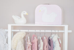 Miljobild nattlampa 300x204 - Wieszak na ubrania do pokoju dziecka