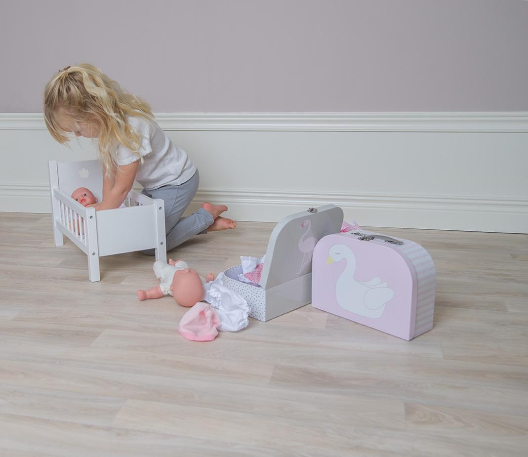 Drewniane łóżeczko dla lalek z materacem