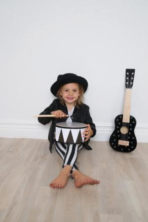 Photo Drum Rock Star 1 300x450 - Drewniana czarna gitara