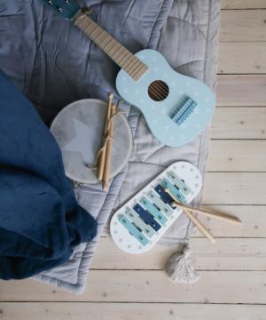 Photo Music blue 300x360 - Drewniana niebieska gitara
