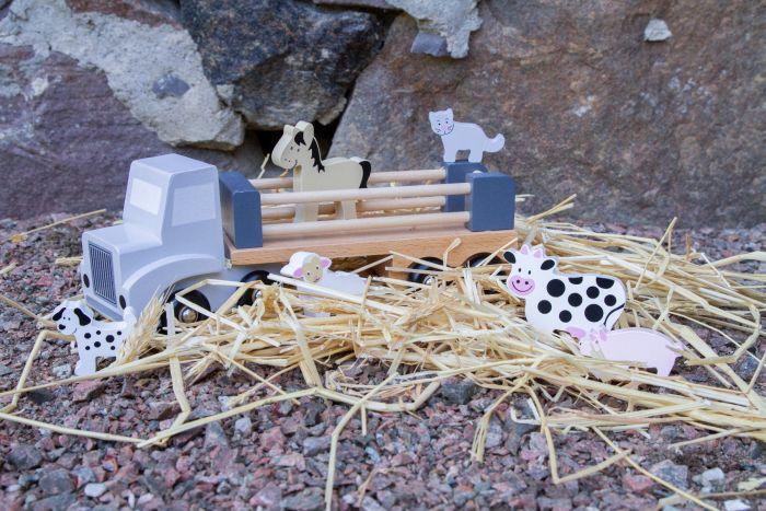 djurtransport 1 kopia - Na czym polega fenomen drewnianych zabawek?