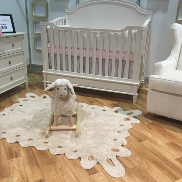 Beżowy dywan do pokoju dziecka