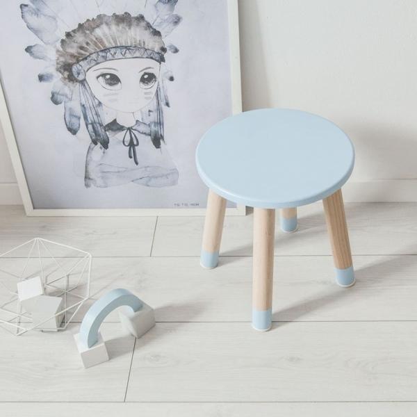 Niebieski taborecik do pokoju dziecka