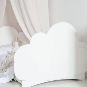 łóżeczko w kształcie chmurki