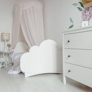 Łóżeczko dziecięce w kształcie chmurki