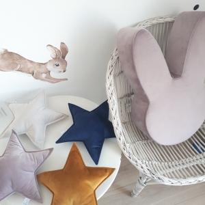 Poduszka gwiazdka z miłego weluru w kolorze granatowym