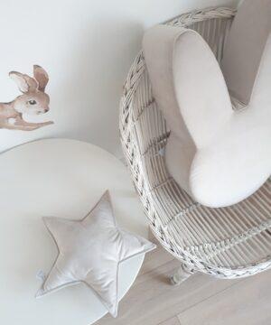 Poduszka gwiazdka z miłego weluru w kolorze kremowym