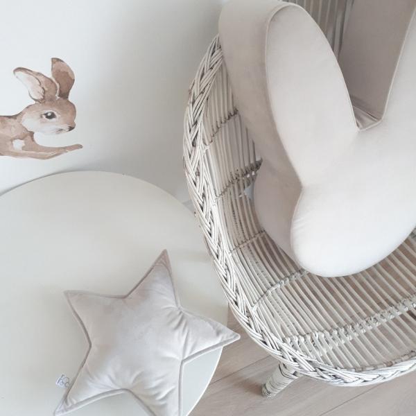 pufa w kształcie królika jasny kremowy w zestawie z poduszką gwiazdką