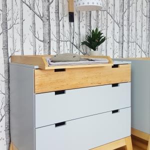 komoda z przwijakiem w stylu skandynawskim do pokoju dziecka