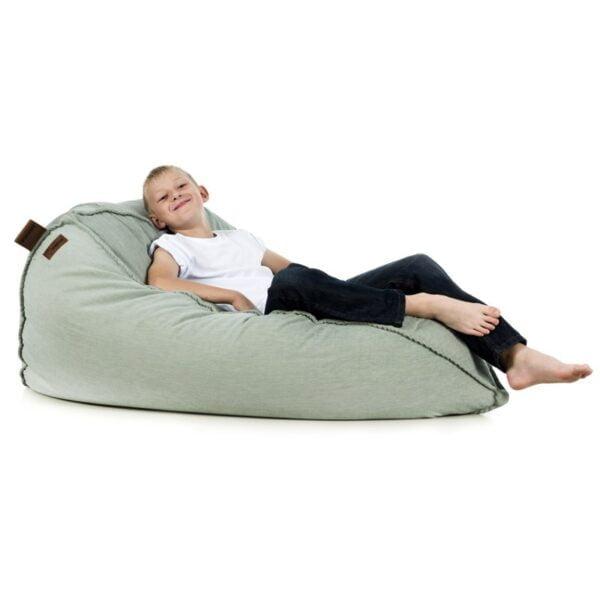 pufa do pokoju dziecka, wygodny fotel do czytania dla dziecka