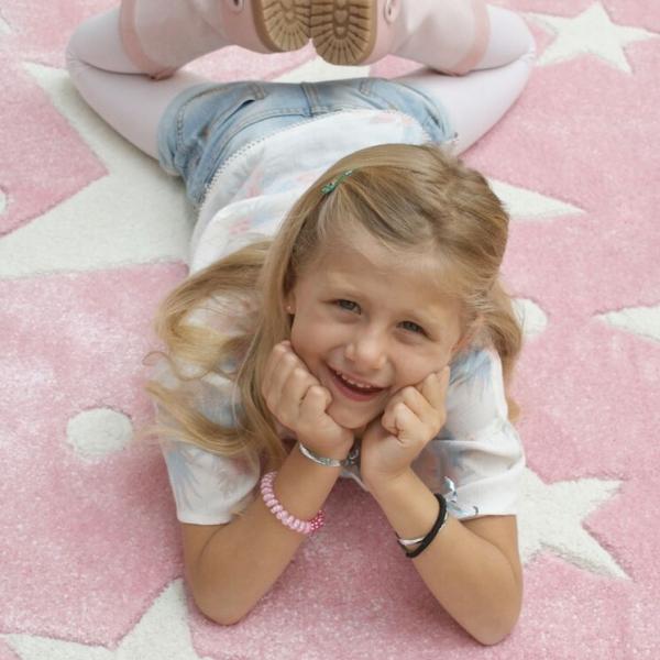 Dywan do pokoju dziecka różowy gwiazdy