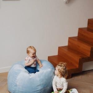 Pufa do siedzenia niebieska piłka