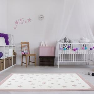 Dywan dziecięcy małe gwiazdki różowe
