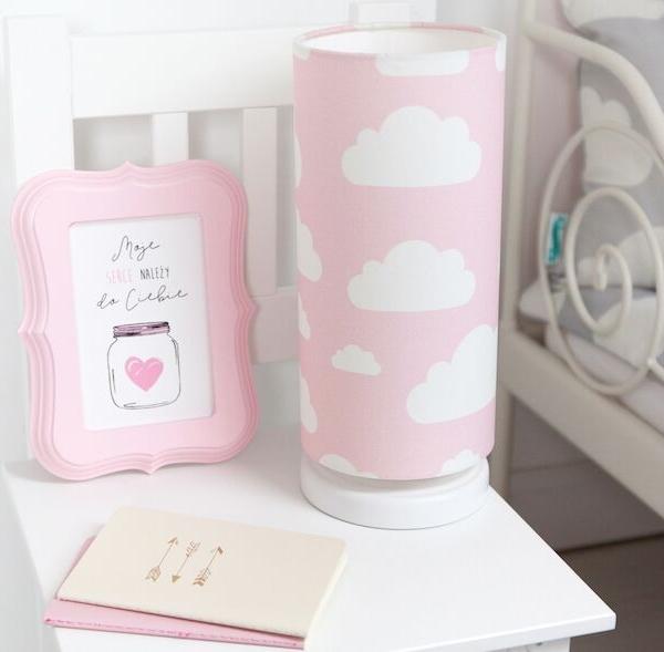 Lampka nocna w chmurki różowa