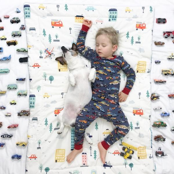 OAZD 2OQ 600x600 - Kocyk ocieplany dla dzieci autka
