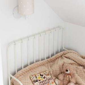 VRtcuHEg 300x300 - Beżowy kinkiet w kropki do pokoju dziecka