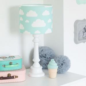 Lampa stojąca w chmurki miętowa