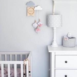 Szary kinkiet w kropki do pokoju dziecka