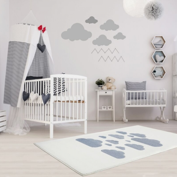o1Tsfa w 600x600 - Dywan dla dzieci w niebieskie chmurki