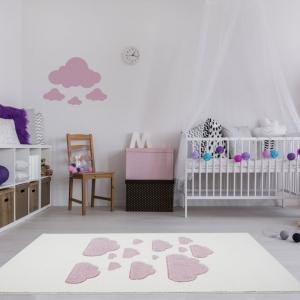 Dywan dla dzieci w różowe chmurki