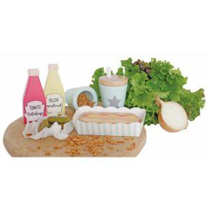 Drewniana zabawka zestaw hot dog jest zapakowana w pudełko na wynos, dzięki czemu wszystkie potrzebne produkty do przyszykowania jedzenia będą na miejscu