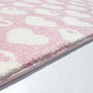 Dywan dla dzieci różowy serduszka