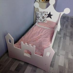 Łóżko dla dzieci w kształcie korony