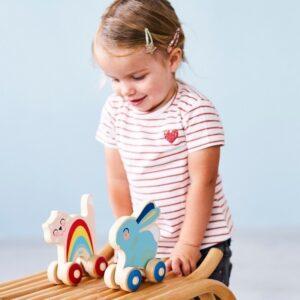 Drewniana zabawka kotek na kółkach