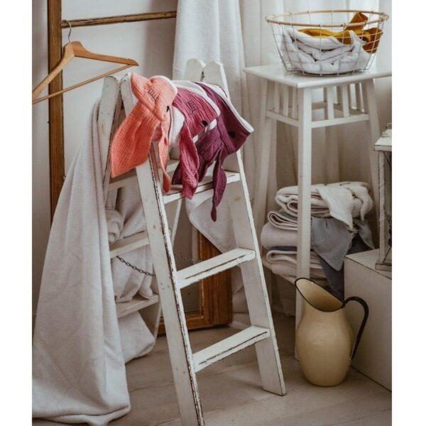 hi little one recznik z kapturem 100 x 100 sleepy bunny hooded bath towel lavender 3 600x600 - Ręcznik dla dziecka Sleepy Bunny Salmon