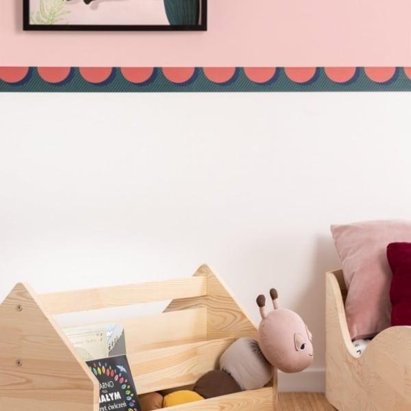 Drewniana skrzynia na zabawki