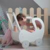 Drewniany wózek dla lalek biały z szarymi kółkami